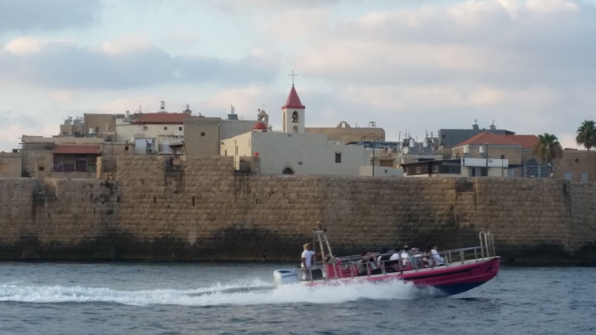 "Hebrew, Yiddish, and Arabic in ""occupied"" Akko?"